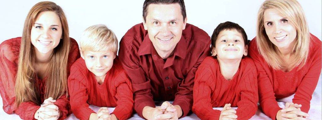 family of five in red - optometrist - Eye Care - Granville, OH